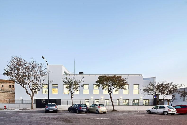西班牙马略卡兽医院设计4