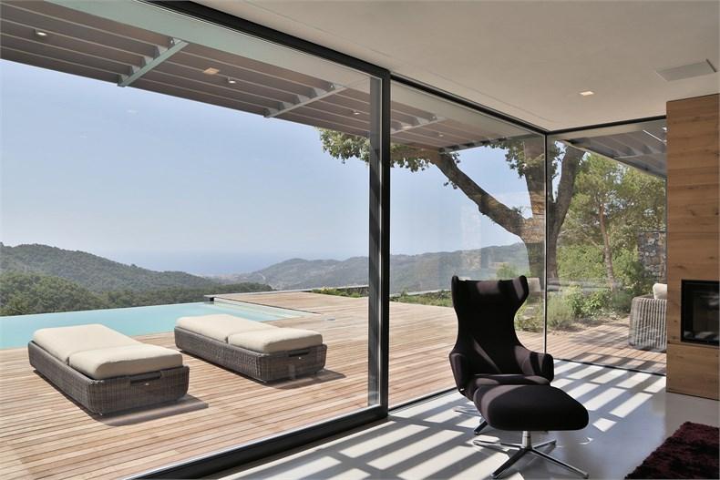 利古里亚5间卧室住宅设计-03
