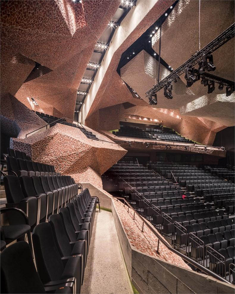 岩石洞穴-波兰托伦音乐厅-07
