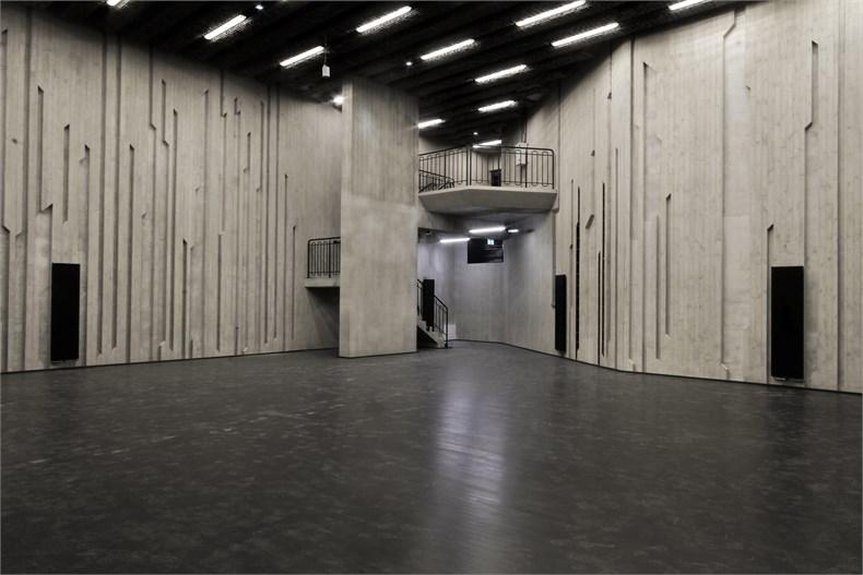 岩石洞穴-波兰托伦音乐厅-08