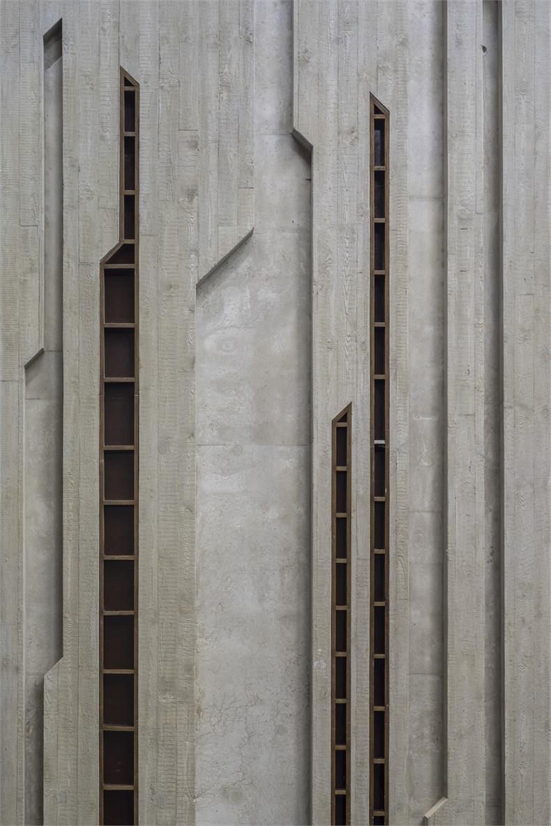 岩石洞穴-波兰托伦音乐厅-09