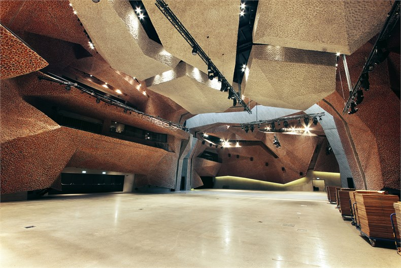 岩石洞穴-波兰托伦音乐厅-10