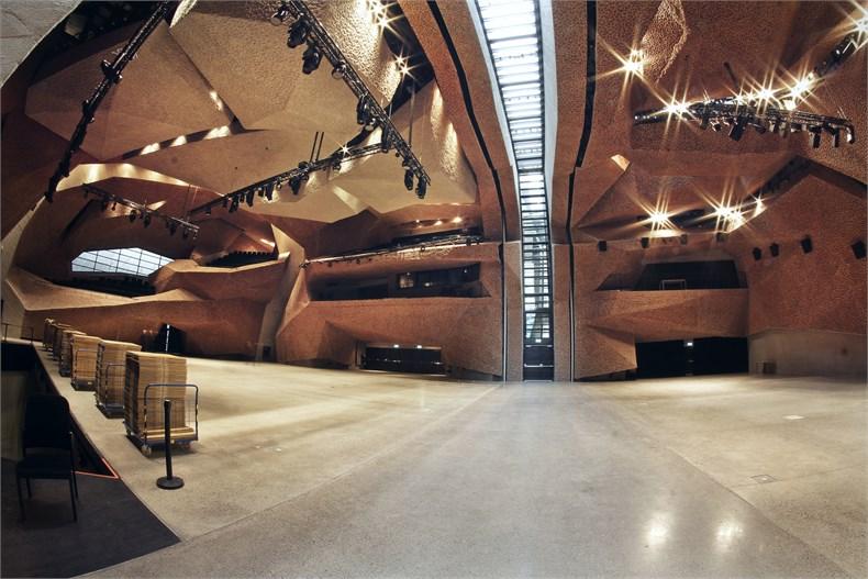 岩石洞穴-波兰托伦音乐厅-11