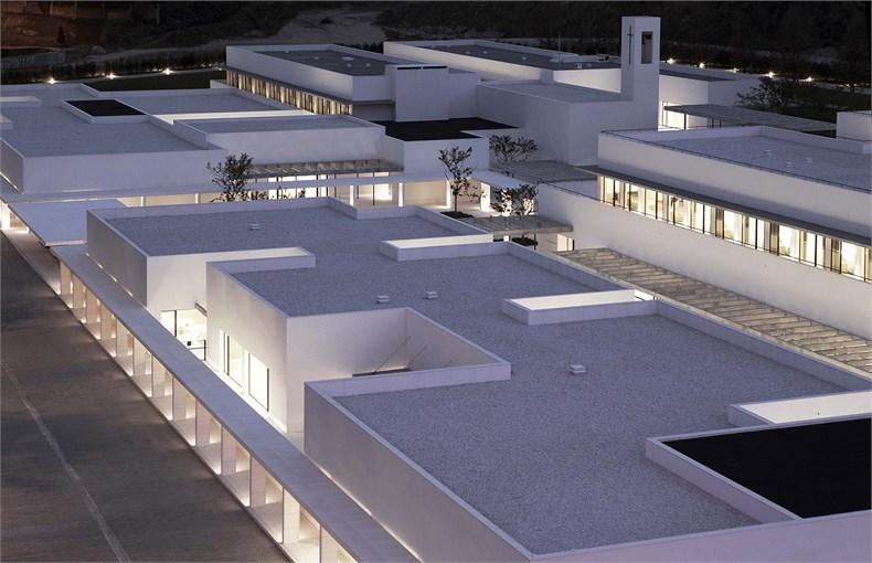 Elsa Urquijo建筑事务所:Padre Rubinos社会慈善机构总部设计-03