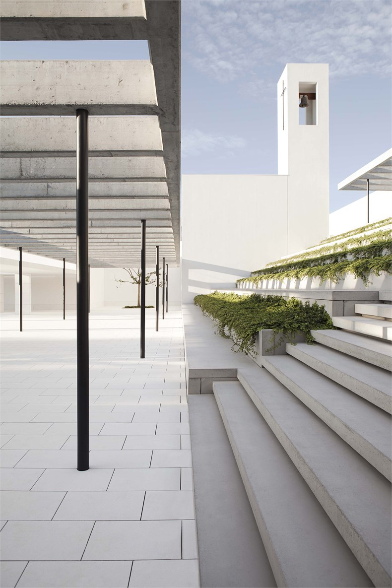 Elsa Urquijo建筑事务所:Padre Rubinos社会慈善机构总部设计-02