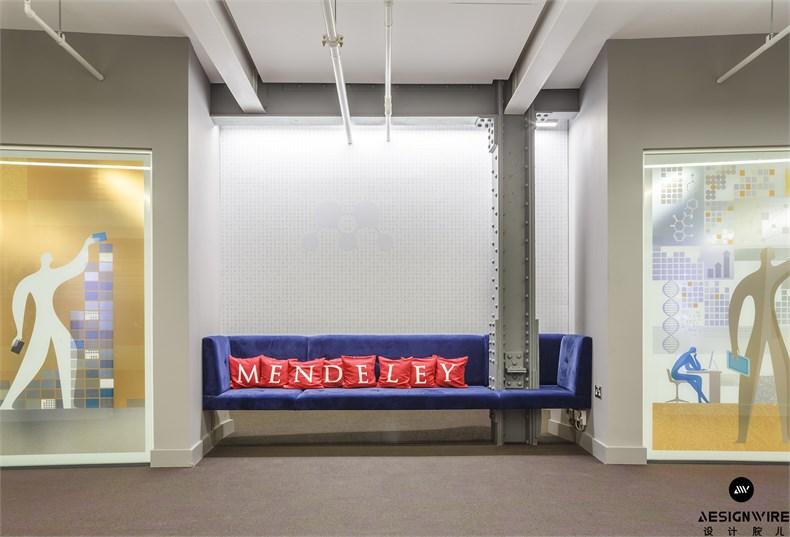 3 - Nook with royal blue velvet sofa in lift lobby area_副本.jpg