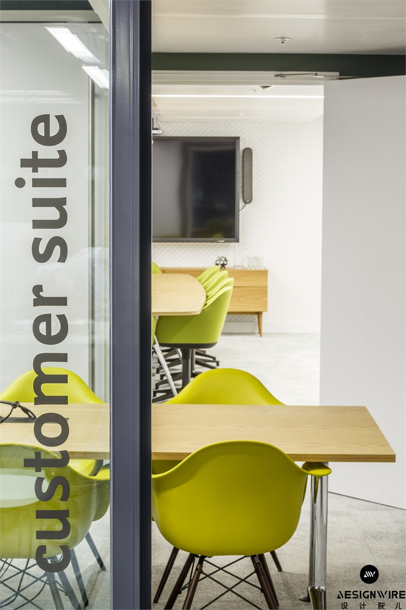 50 - A final cluster of meeting rooms makes up the Customer Suite_副本.jpg