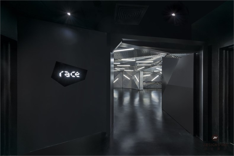 03_RACE_ENTRANCE.jpg