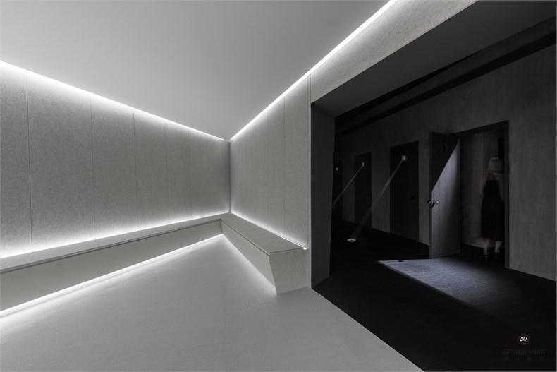 4 conditioning room b_large.jpg