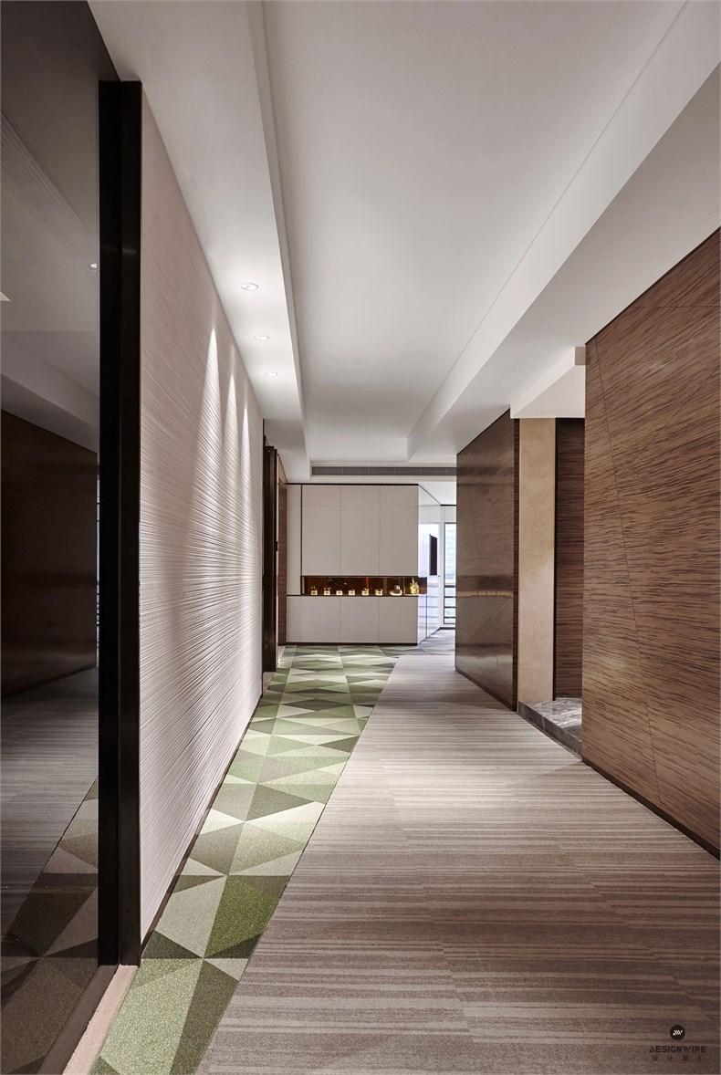 此外,针对接待客户的需求,我们在转角处设置了茶室和棋牌室空间作为