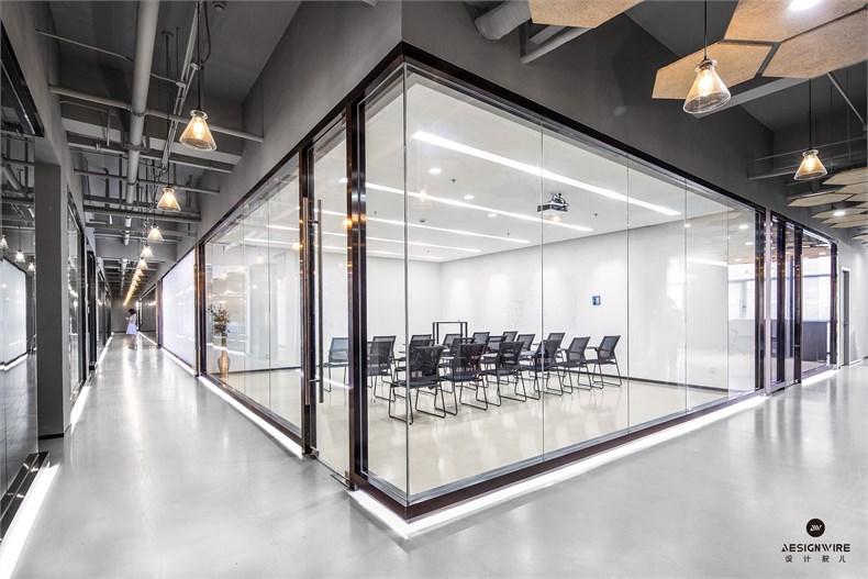 11.会议室.jpg