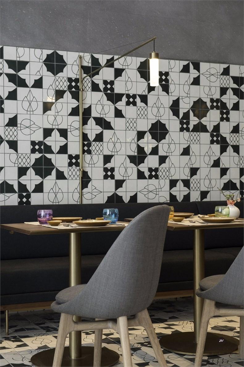 URBAN Cafe - Table set-up .jpg