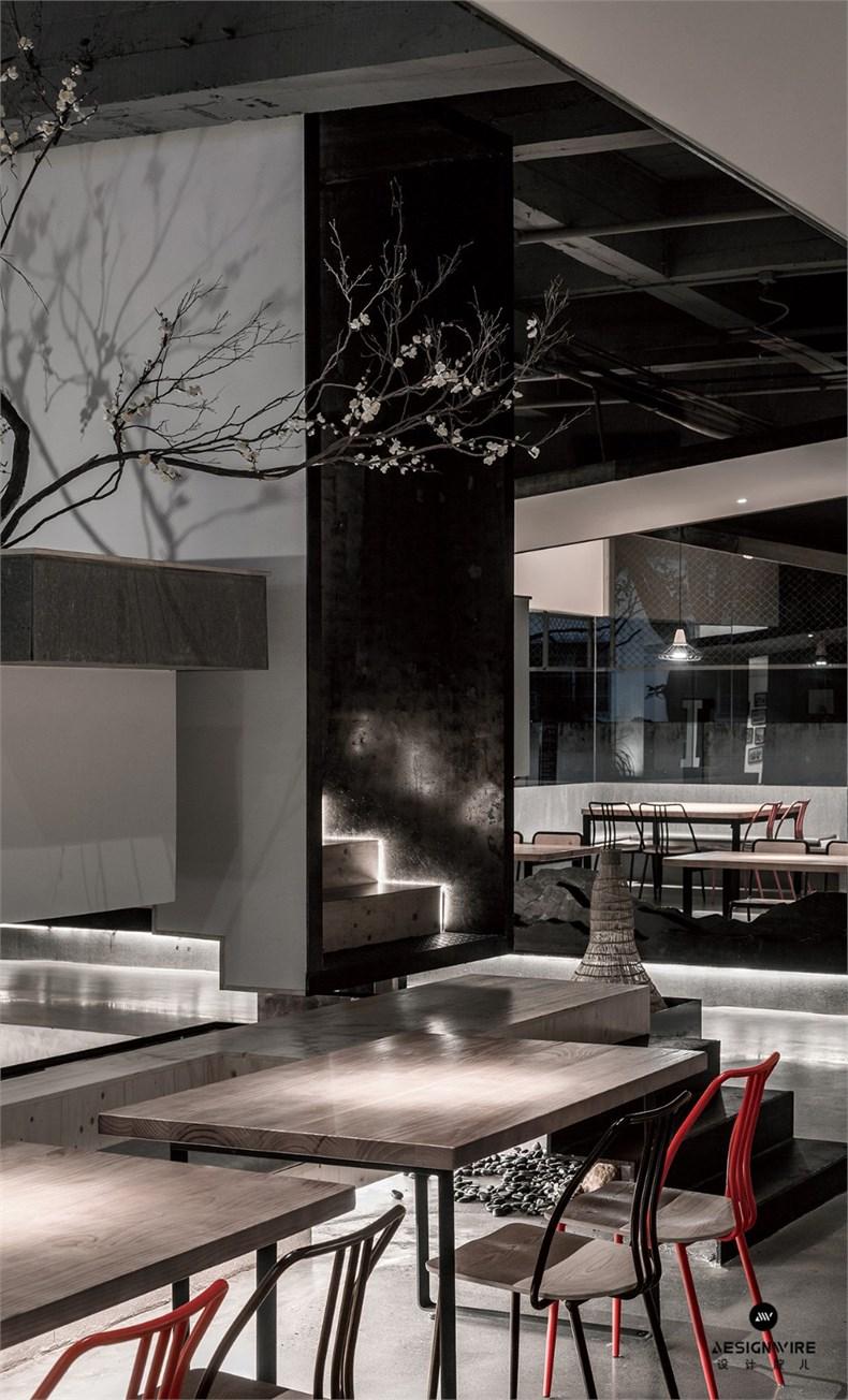 4中庭架空门框+餐桌.jpg