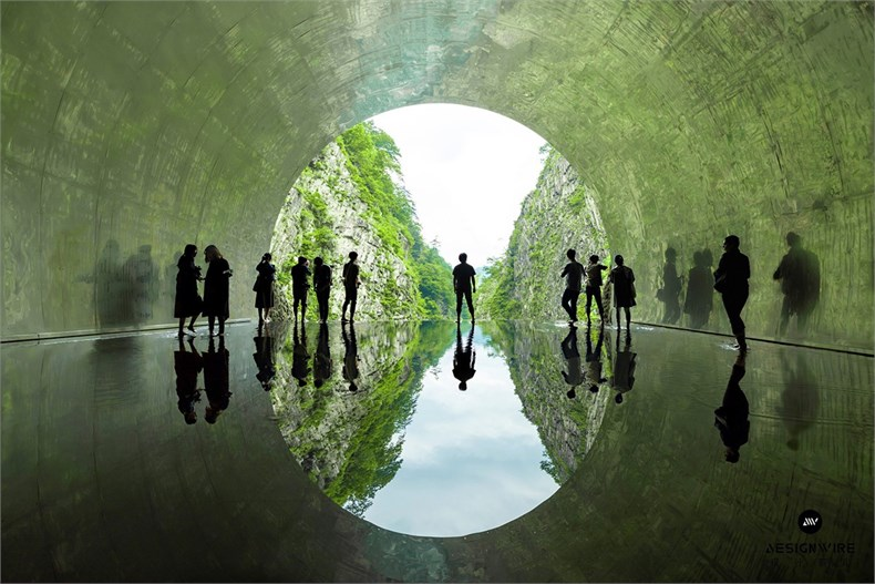 17_MAD_Echigo Tsumari_Tunnel of Light_Light Cave_by Osamu Nakamura.jpg