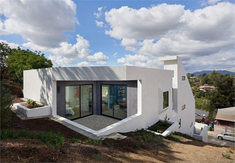 4752-east-baltimore-street-los-angeles-california-urban-operations-white-house_dezeen_2364_col_7-1704x1183.jpg
