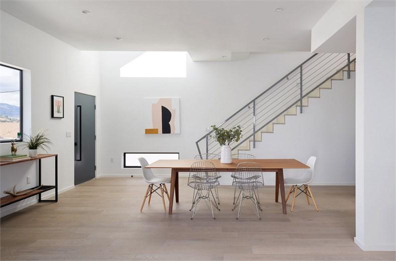 4752-east-baltimore-street-los-angeles-california-urban-operations-white-house_dezeen_2364_col_14-1704x1127.jpg