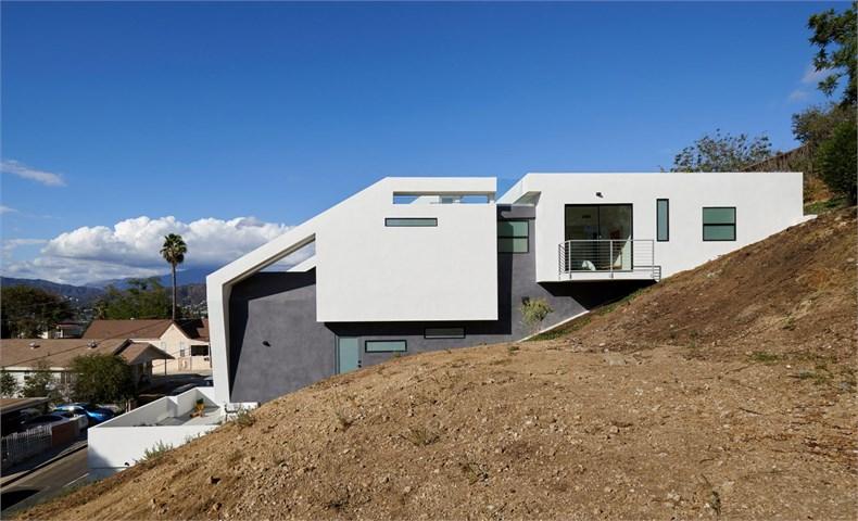 4752-east-baltimore-street-los-angeles-california-urban-operations-white-house_dezeen_2364_col_9-1704x1036.jpg
