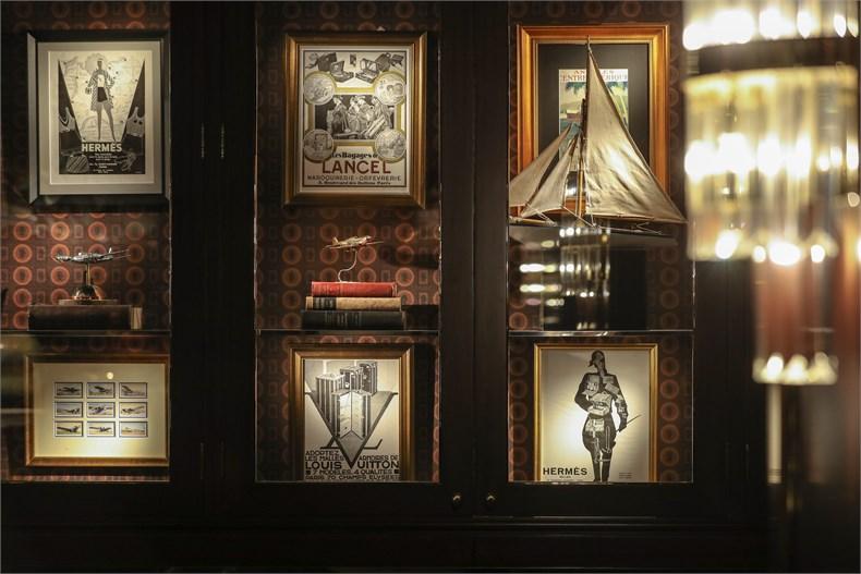 老式地球仪、古董行李箱与来自欧洲的旧广告海报,无一不诉说着溥伦眼中的世界之美,也体现了贝子溥伦在推动东西文化交流方面不可或缺的重要地位(3).jpg