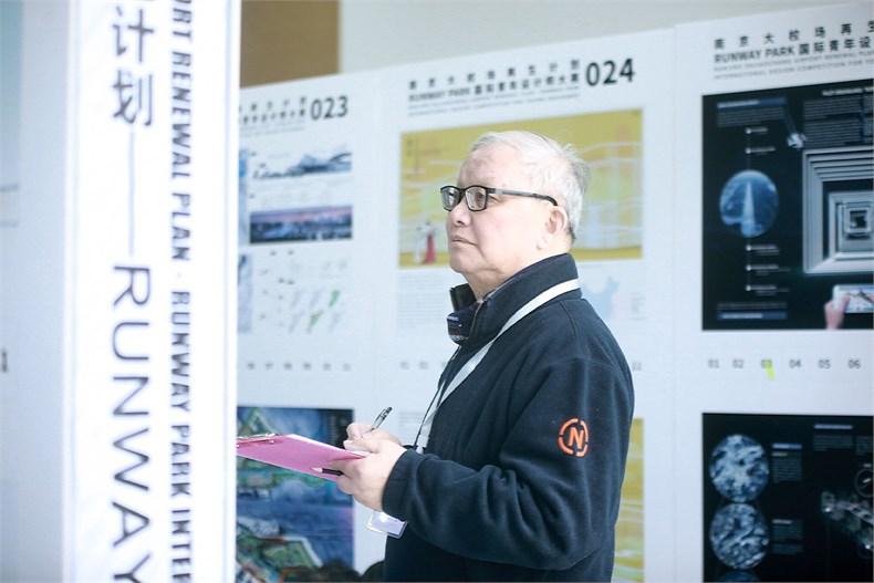 评委会主席郑时龄在评审现场©CBC.jpg
