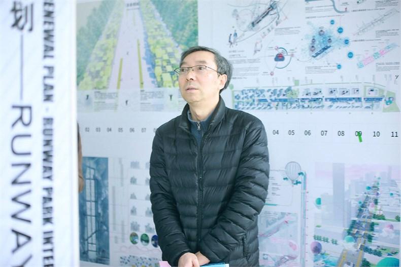南京市规划局城中分局局长何强为©CBC.jpg