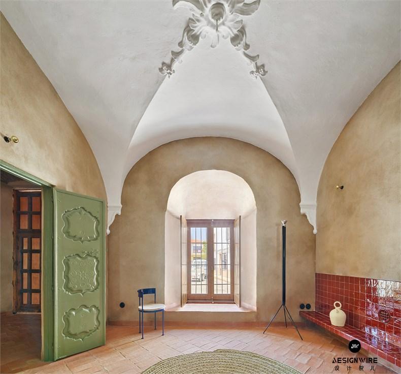 casa-villalba-de-los-barros-lucas-y-hernandez-gil-interiors-residential-spain_dezeen_2364_col_6.jpg