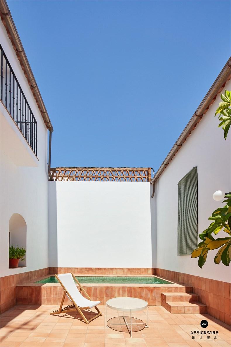 casa-villalba-de-los-barros-lucas-y-hernandez-gil-interiors-residential-spain_dezeen_2364_col_21.jpg