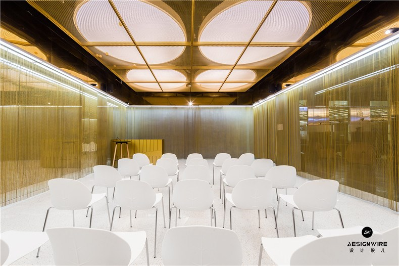 05路演室金色盒子.jpg