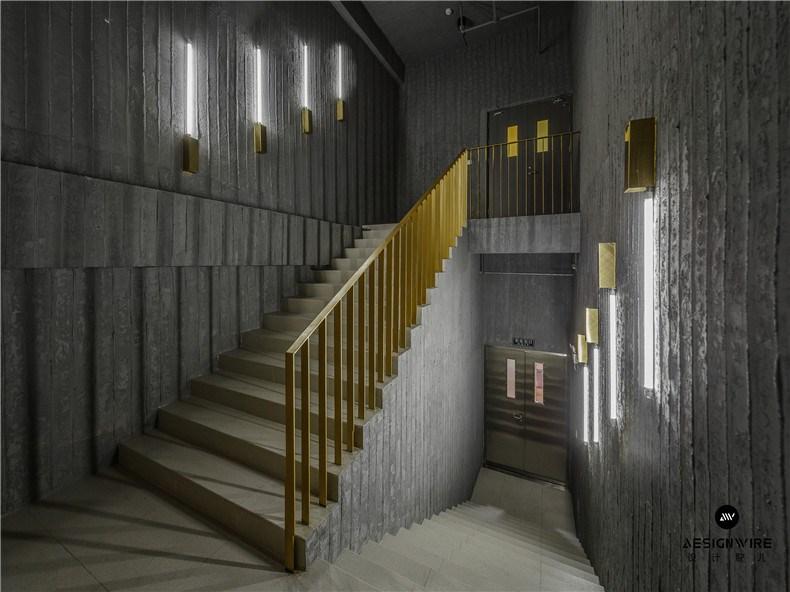 31楼梯间从一层连通至二层.jpg