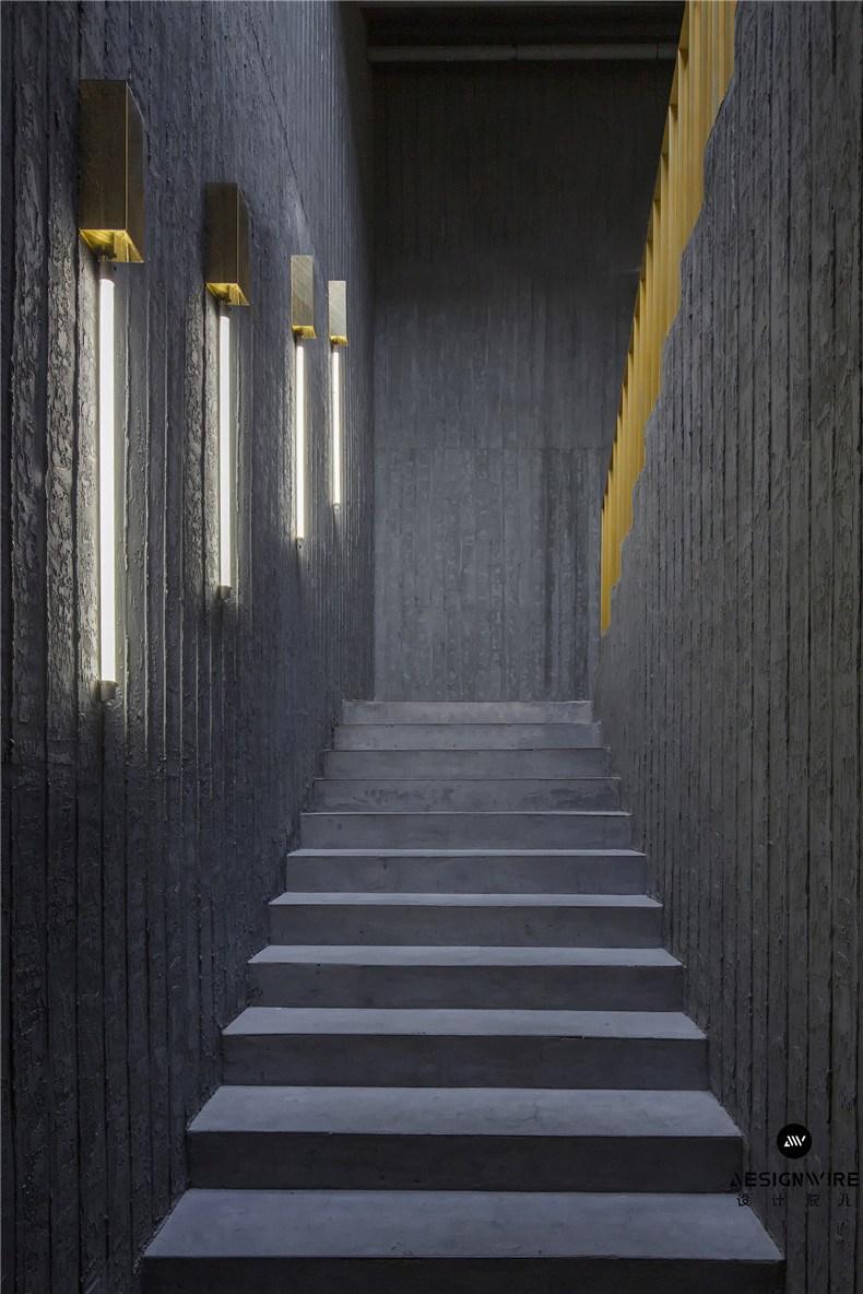 32楼梯间从一层连通至二层.jpg