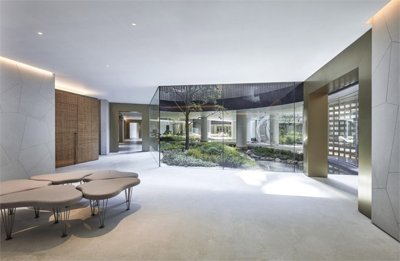 003-clubhouse-and-the-entrance-lobby-area-of-luxury-condominium-fleur-pavilia-in-hong-kong-china-by-uchida-design-inc-960x626.jpg