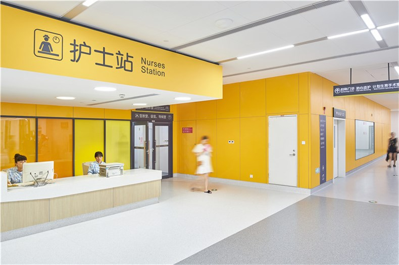 yellow zone nurse station w ppl.jpg
