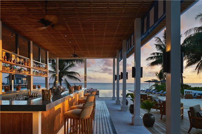 13 - Raffles Long Bar ©Raffles Maldives Meradhoo.jpg