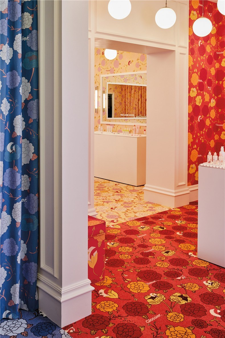 glossier-london-floral-street-pop-up-shop-interiors_dezeen_2364_col_4.jpg