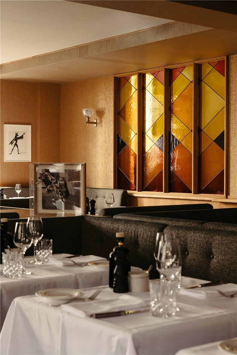 ameron-frankfurt-hotel-competition-le-petit-royal-interiors_dezeen_2364_col_0.jpg