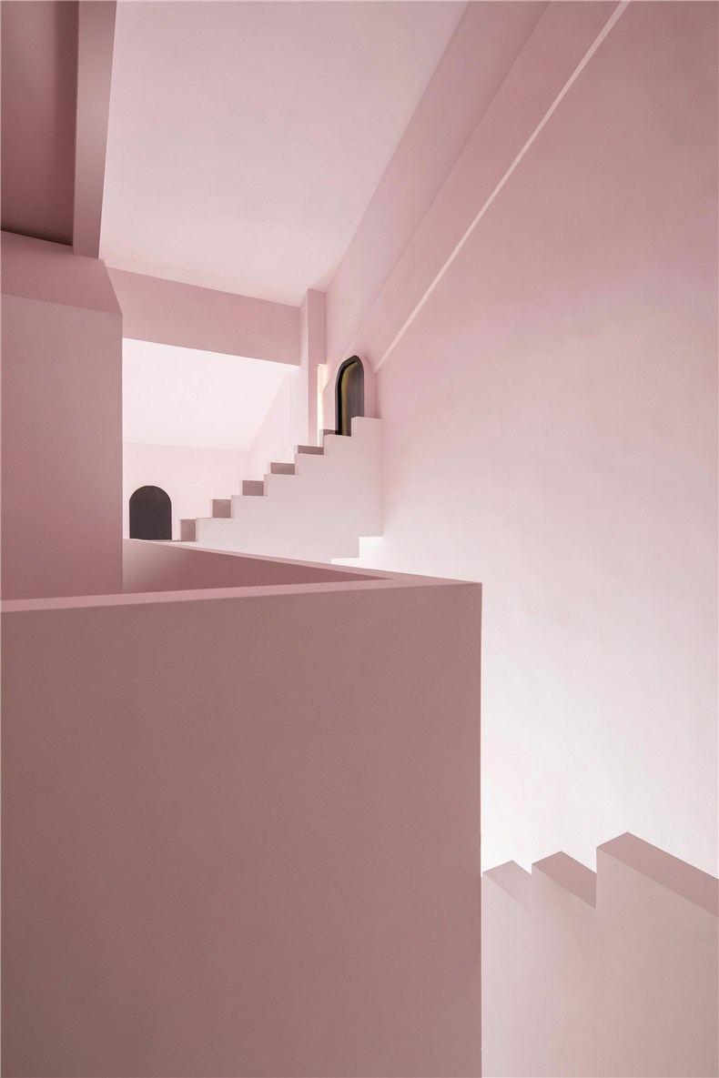 creative-guesthouse-the-other-place-studio-10-interiors_dezeen_2364_col_1.jpg