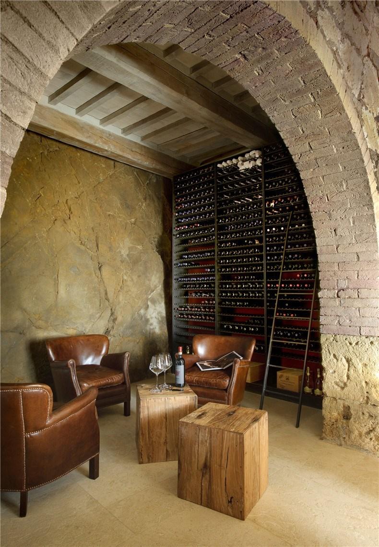 monteverdi-tuscany-bouique-hotel-michael-cioffi-ilaria-miani_dezeen_2364_col_45.jpg