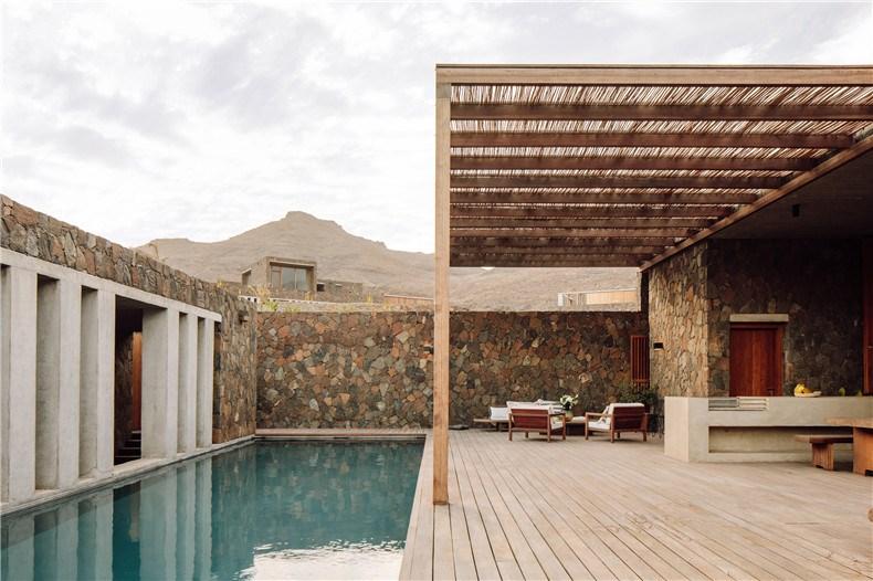 barefoot-luxury-hotel-interiors-cape-verde-polo-architects_dezeen_2364_col_2.jpg