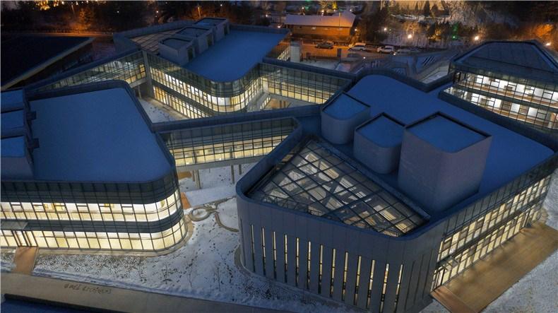 10-WEI architects-那和雅幼儿园-半鸟瞰-西.jpg