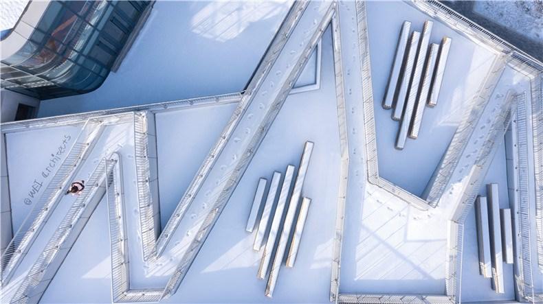 15-WEI architects-那和雅幼儿园-俯瞰-坡道.jpg