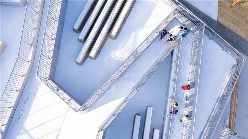 16-WEI architects-那和雅幼儿园-俯瞰-坡道.jpg