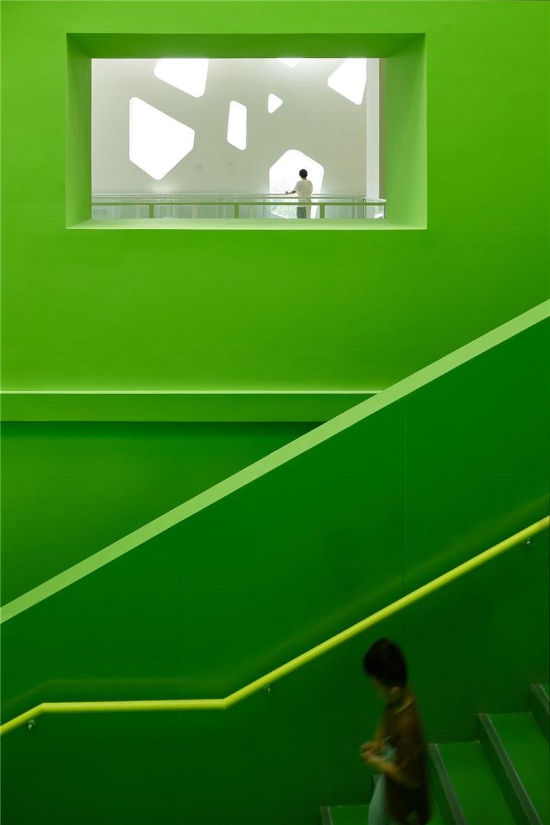 中环艺术馆-17-大型楼梯侧墙.jpg