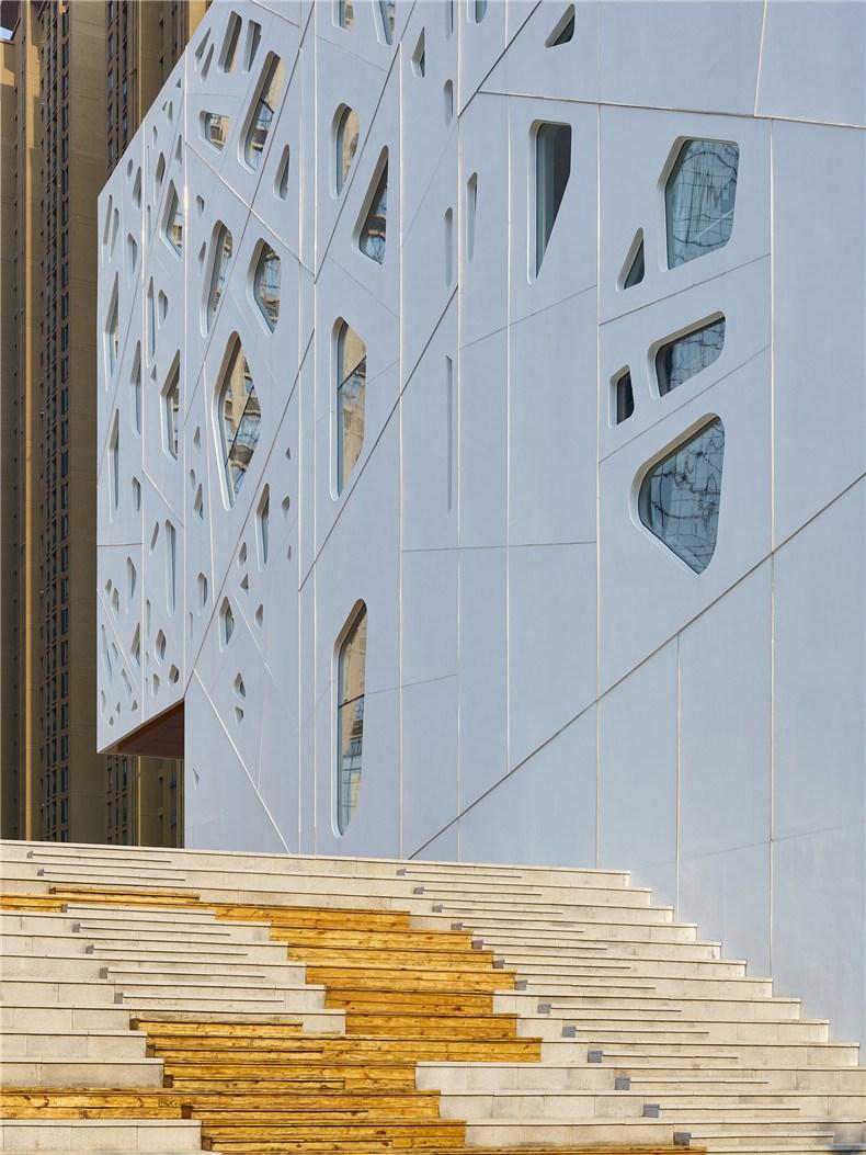 中环艺术馆-19-立面细节及通向下沉庭院的大台阶看台.jpg